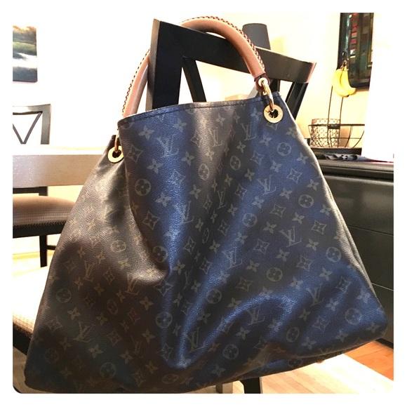 168a3605a322 Louis Vuitton Handbags - Louis Vuitton Artsy MM Monogram Canvas Bag